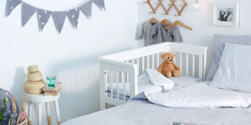 co-sleeper naast bed vergelijken